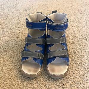 Orthopedic leather sandals